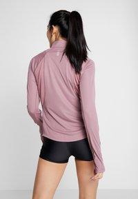 Under Armour - SPEED STRIDE SPLIT WORDMARK HALF ZIP - Sports shirt - hushed pink/black - 2