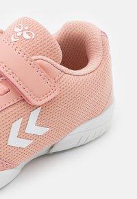 Hummel - AERO TEAM - Boty na házenou - dusty pink - 5