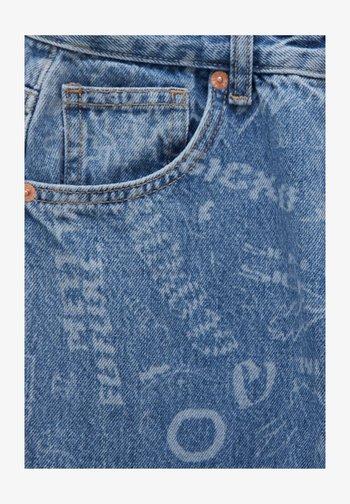 MIT ALLOVER-PRINT UND HOHEM BUND - Straight leg -farkut - light blue