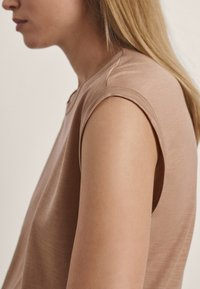Massimo Dutti - Basic T-shirt - brown - 1
