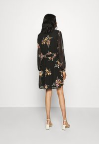 Vero Moda - VMALLIE SHORT SMOCK DRESS - Robe d'été - black/allie yellow - 2
