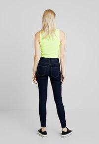 ONLY - ONLFHI MAX LIFE BOX - Jeans Skinny Fit - dark blue denim - 2