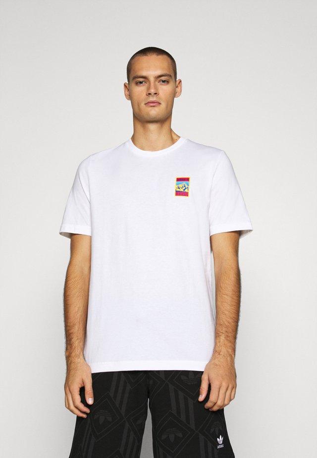 SPORTS INSPIRED SHORT SLEEVE TEE - T-shirt imprimé - white