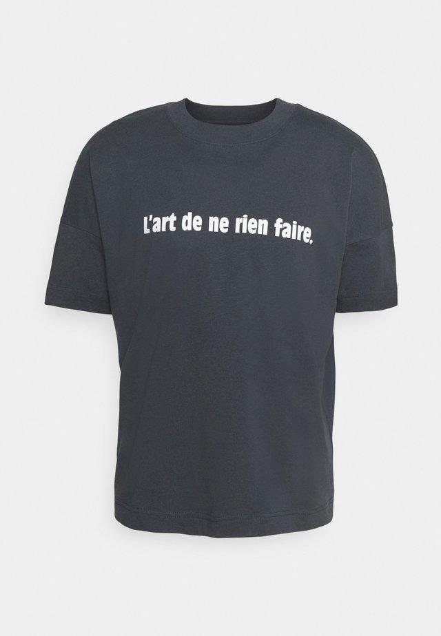 L'ART DE NE RIEN FAIRE UNISEX - T-shirt con stampa - india ink grey