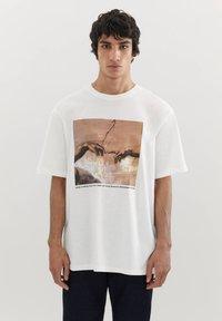 PULL&BEAR - DIE ERSCHAFFUNG ADAMS - T-shirts print - off-white - 0