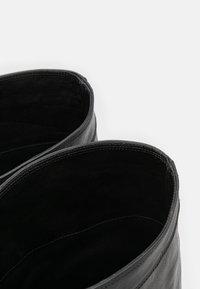 Iro - DJARO - Kozačky na vysokém podpatku - black - 4