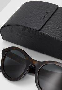 Prada - Sluneční brýle - havana - 2