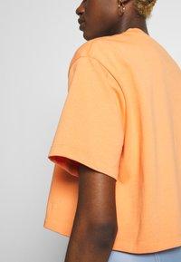 Nike Sportswear - T-shirts - orange trance - 4