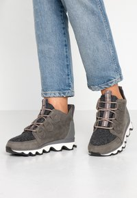 Sorel - KINETIC CARIBOU - Ankle boots - quarry - 0
