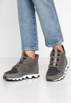 KINETIC CARIBOU - Boots à talons - quarry