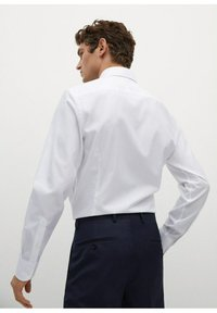 Mango - EMERITOL SLIM FIT  - Formal shirt - weiß - 2