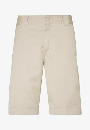 MASTER DENISON - Shorts - wall rinsed