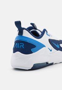 Nike Sportswear - AIR MAX BOLT UNISEX - Sneakers laag - blue void/signal blue/white/black - 5