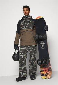 Volcom - HUNTER PANT - Snow pants - olive - 1