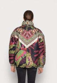 Farm Rio - TROPICAL METALLIC REVERSIBLE PUFFER JACKET - Winter jacket - rauti - 2