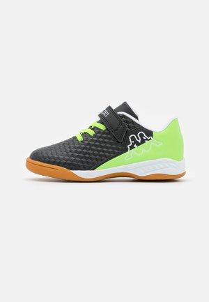 AVERSA UNISEX - Sports shoes - black/green