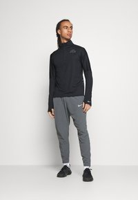 Nike Performance - RUN DIVISION FLASH - T-shirt sportiva - black/reflective silver - 1