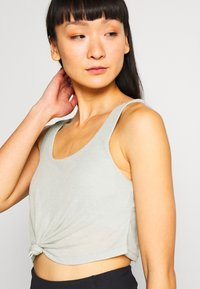 Cotton On Body - TIE UP CROP - Top - washed aloe marle - 4