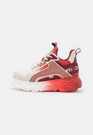 VEGAN CHAI  - Tenisky - red/white