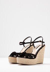 Miss Selfridge - WALLACE - Sandály na vysokém podpatku - black - 4