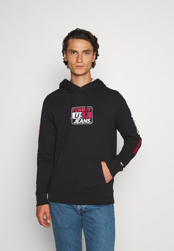 ESSENTIAL GRAPHIC HOODIE
