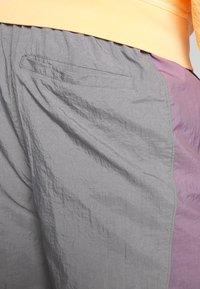 Jordan - Tracksuit bottoms - smoke grey/frosted plum - 4
