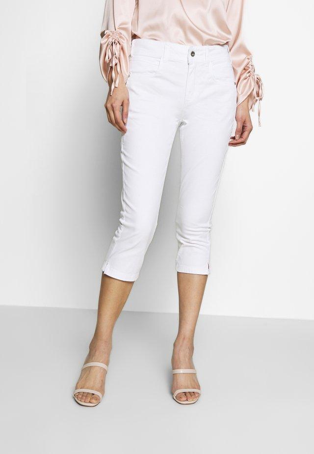 KATE CAPRI - Jeansshort - white