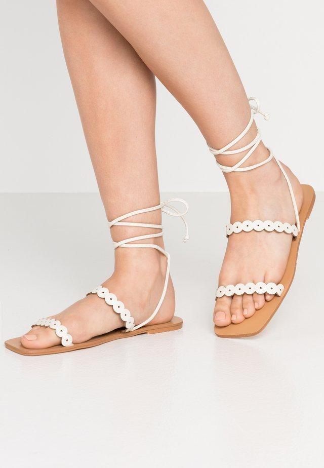 STRAP DETAIL ANKLE WRAP FLAT - Sandals - white