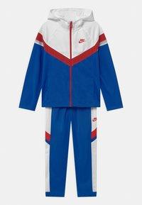 Nike Sportswear - POLY SET UNISEX - Tracksuit - game royal/white/university red - 0