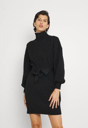 LEOTI BELTED MOCK NECK KNIT DRESS - Pletené šaty - black