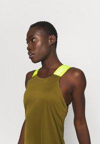 Nike Performance - DRY ELASTIKA TANK - Camiseta de deporte - olive flak/volt - 3