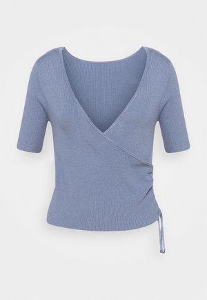 T-shirts med print - blau