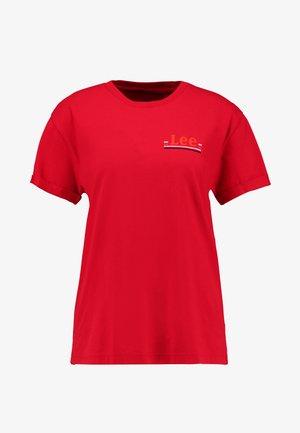 CHEST LOGO TEE - T-shirt z nadrukiem - warp red