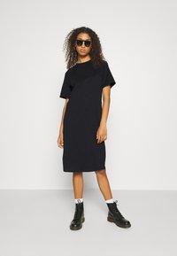 Even&Odd - Basic midi Jerseykleid - Jersey dress - black - 1