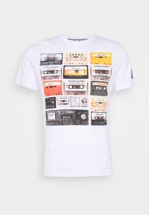 DECADE - T-shirt z nadrukiem - white