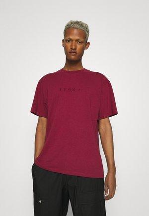 KATAKANA EMBROIDERY UNISEX  - T-shirt basic - plum pie