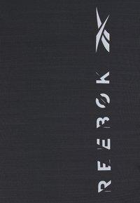 Reebok - GRAPHIC MOVE TEE - Triko spotiskem - black - 2