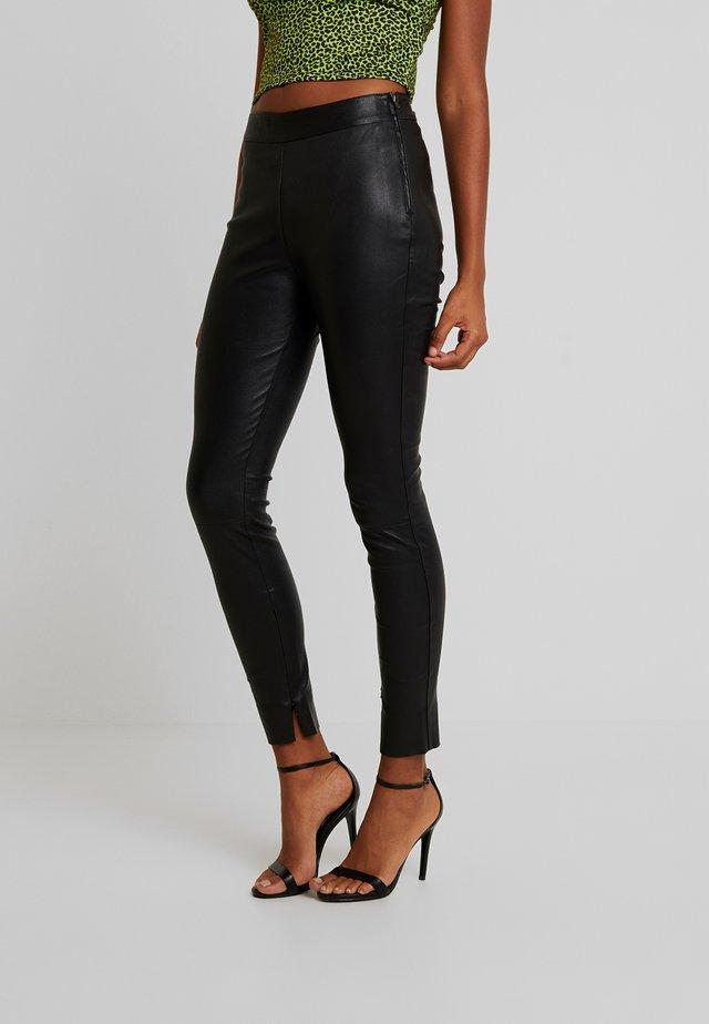 CARMEN PANT - Pantalon en cuir - black