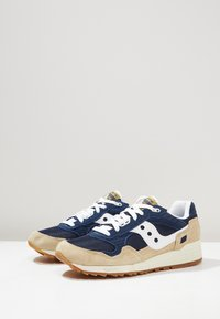Saucony - SHADOW DUMMY - Sneakers basse - tan/navy/white - 2