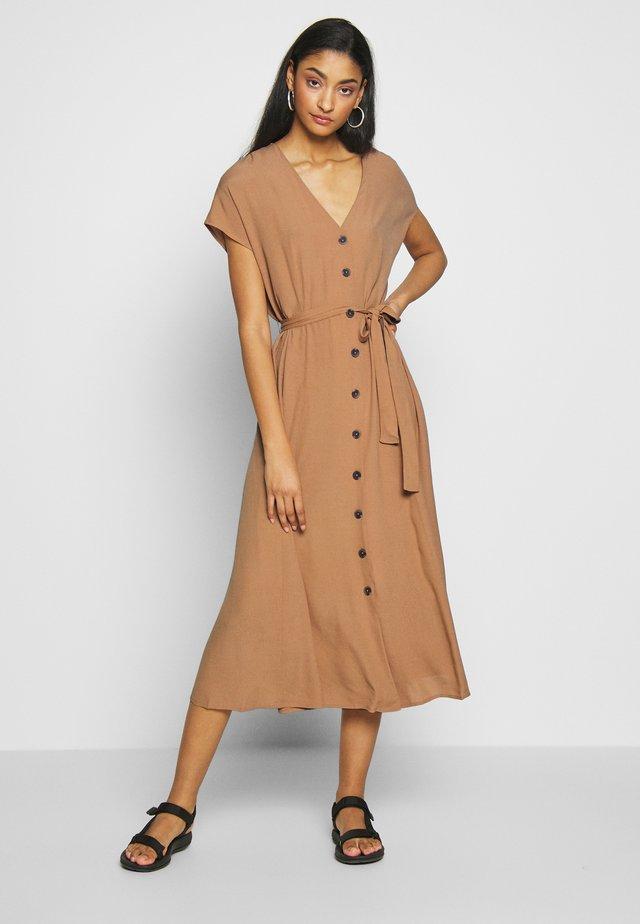 BYFATIMA DRESS  - Shirt dress - safari brown