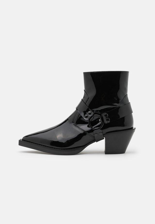 BOTTINES VERNIS - Korte laarzen - black