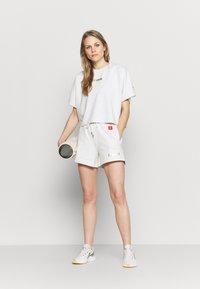 P.E Nation - SWEEPER SHORT - Sports shorts - gryl - 1
