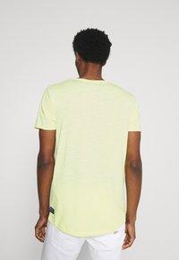 TOM TAILOR DENIM - TEE WITH BACKPRINT - Basic T-shirt - cream yellow melange - 2