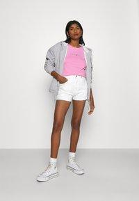 Tommy Jeans - HOTPANT - Denim shorts - optic white - 1