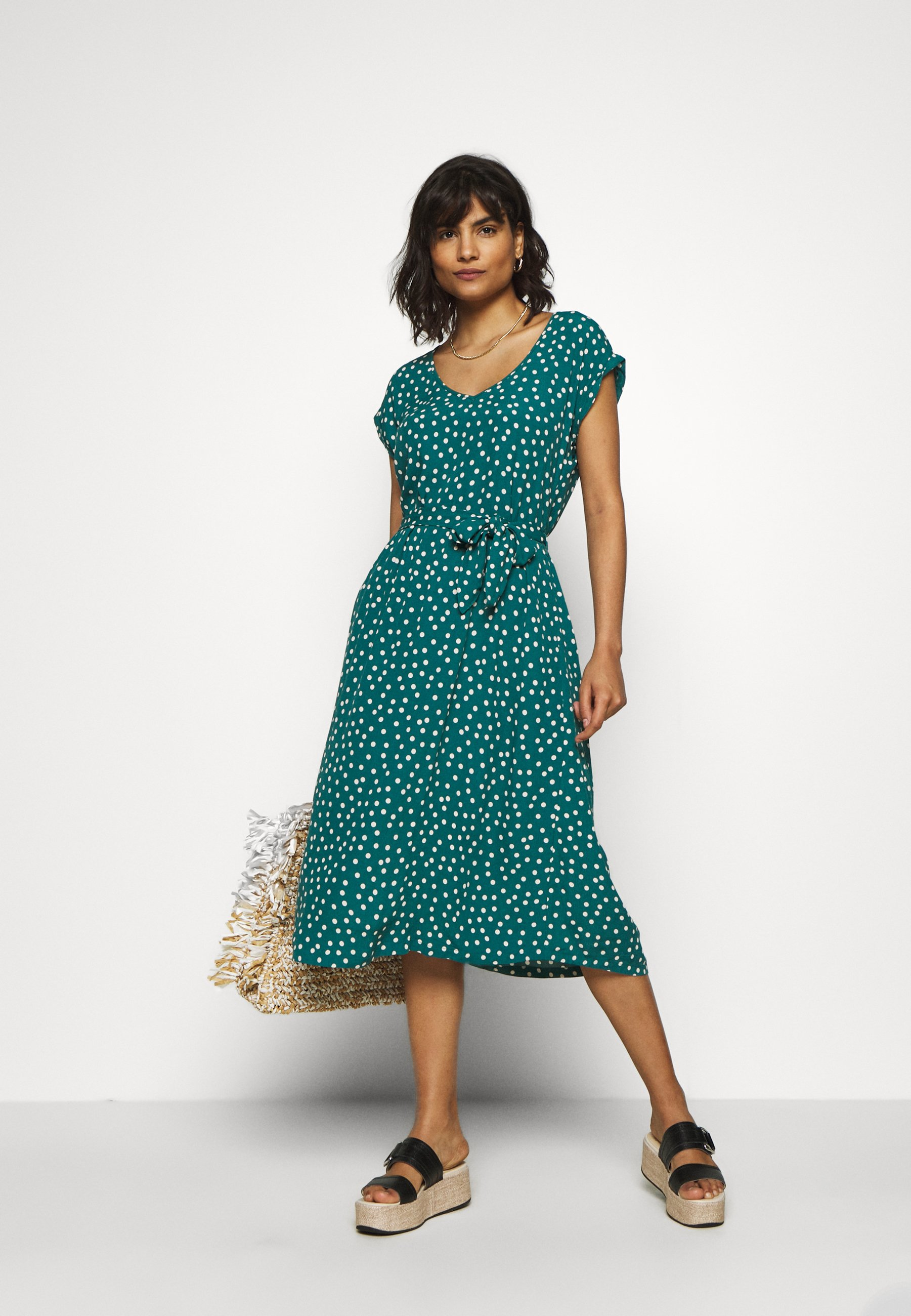 King Louie VERA LOOSE FIT DRESS DOMINO DOT - Hverdagskjoler - antique green -  2zvu6