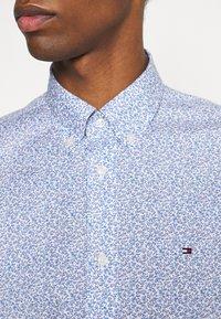 Tommy Hilfiger - SOFT MINI FLORAL PRINT - Skjorta - pebble blue - 4