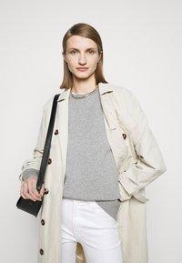CLOSED - WOMENS - Sweatshirt - grey heather melange - 4