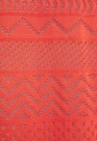 M Missoni - ABITO LUNGOSENZA MANICHE - Pletené šaty - red - 6