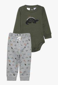 Carter's - BABY SET - Pantalon de survêtement - green - 0