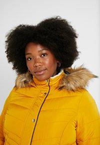 New Look Curves - MAISIE FITTED PUFFER - Vinterjakker - mustard - 4